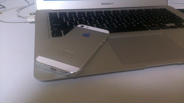 iPhone5は裸で使います