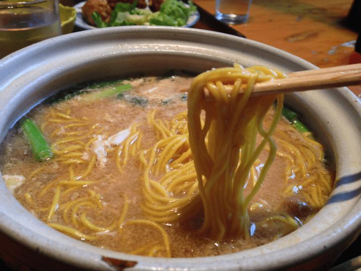 鍋焼きラーメンの麺