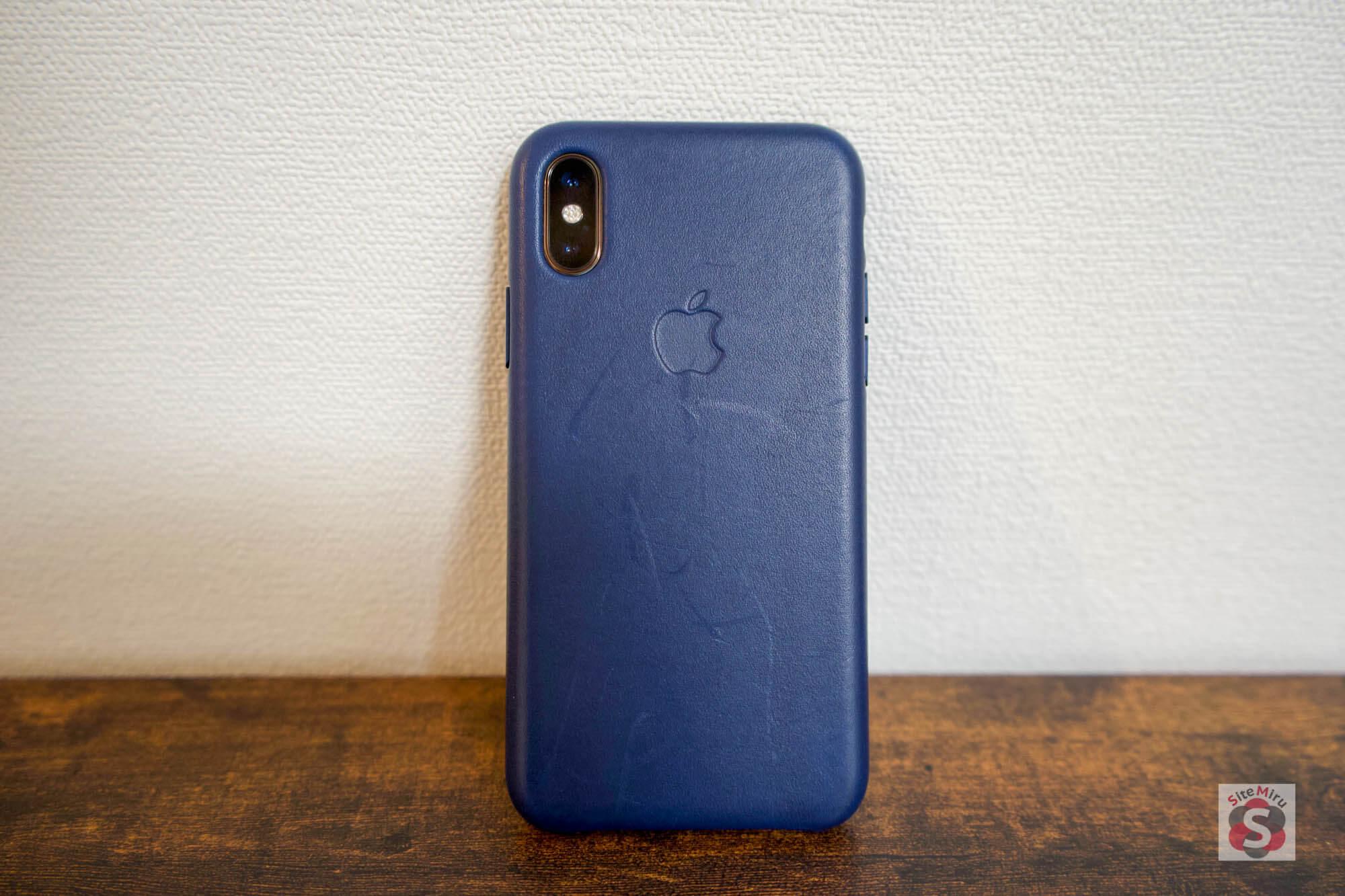 『iPhone XS』と『純正レザーケース』裏面