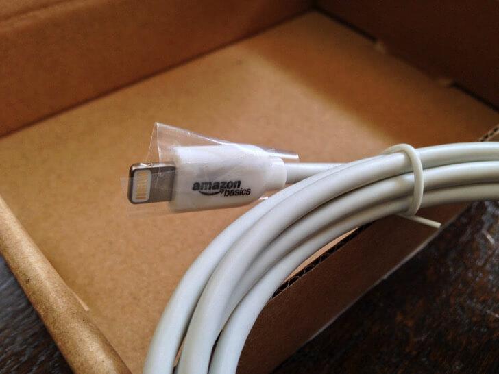 Amazonベーシックのライトニングケーブル